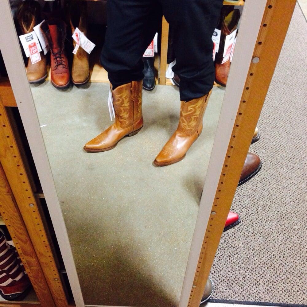 Chucks Boots Superstore: 300 Biltmore Dr, Fenton, MO