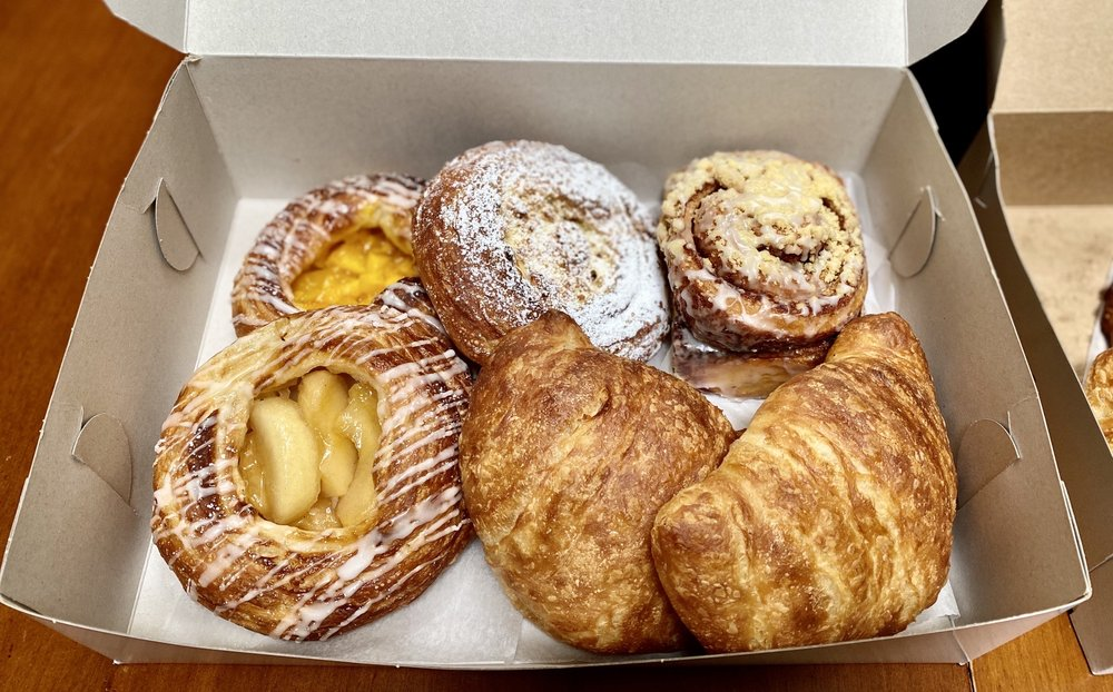 Pavel's Backerei: 219 Forest Ave, Pacific Grove, CA