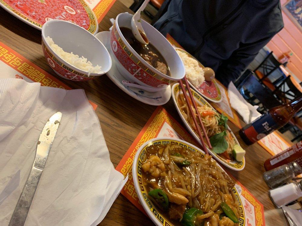 Phnom Penh Restaurant Asian Cuisine: 1010 N Minnesota Ave, Sioux Falls, SD
