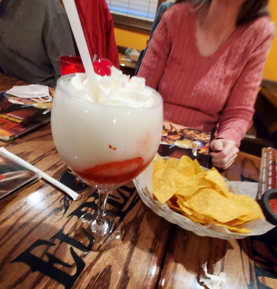 El Reparo Mexican Restaurant - Rushville: 302 W 2nd St, Rushville, IN