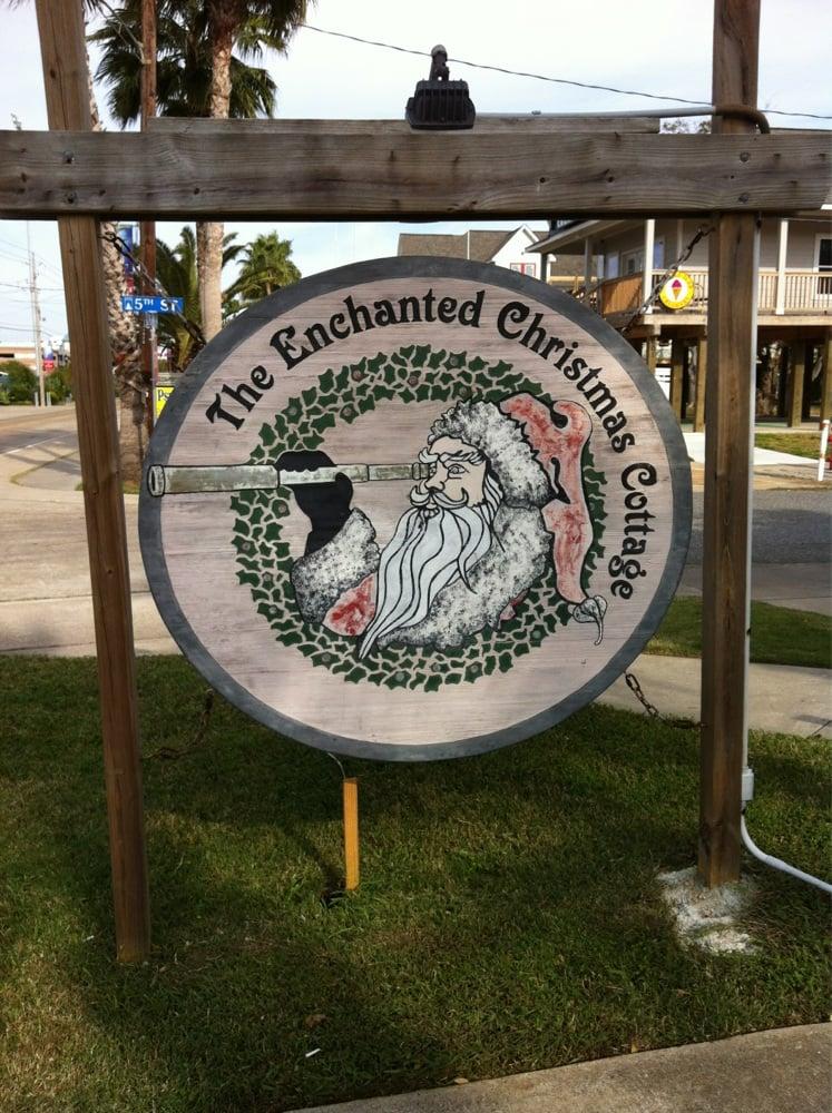 Enchanted Christmas Cottage: 501 Bradford Ave, Kemah, TX
