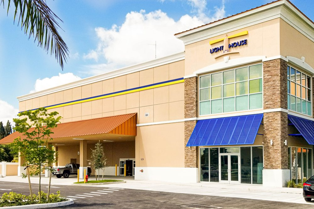 Lighthouse Self Storage - Cooper City: 11060 Griffin Rd, Cooper City, FL