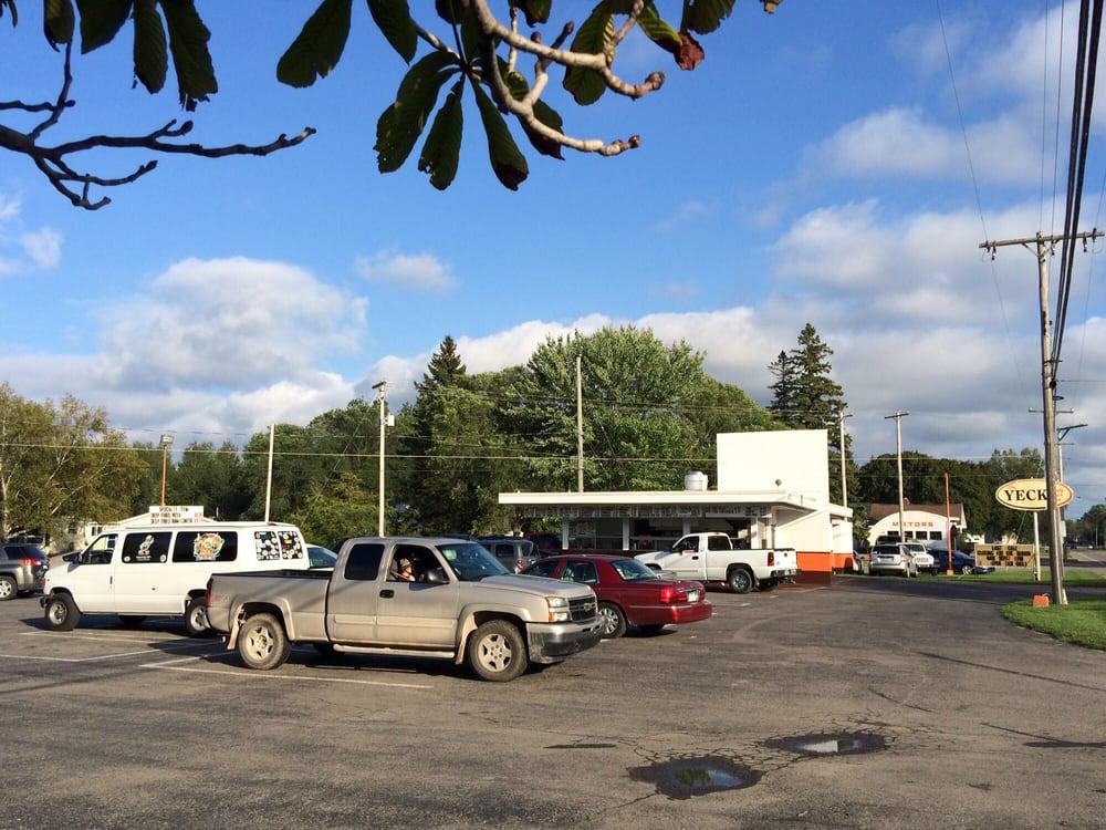 Yeck Family Drive-In Restaurant: 1302 Mackinaw Ave, Cheboygan, MI
