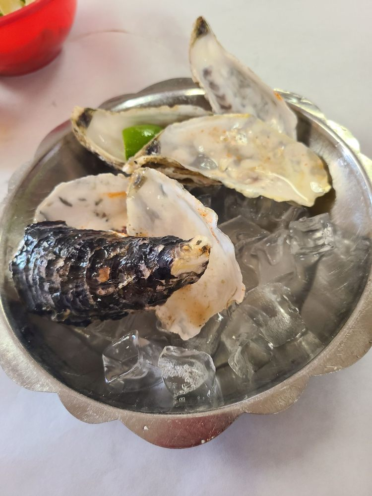 Claw Daddy's Cajun Seafood: 2800 Taft Hwy, Bakersfield, CA