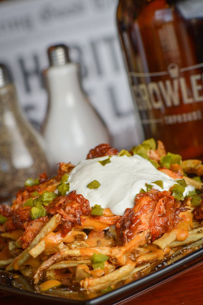 Growler's Taphouse: 8275 N Silverbell Rd, Tucson, AZ