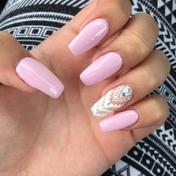 Pretty nails salon hours