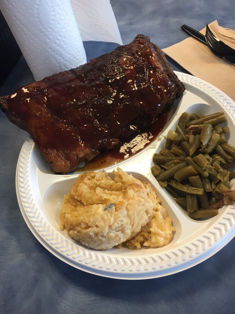 J-MACK BBQ: 2323 US Hwy 62, Gilbertsville, KY