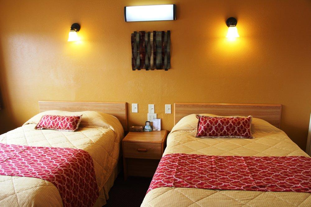 Western Motel: 104 E 12th St, Shamrock, TX