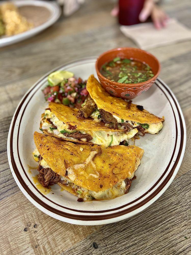 La Tapatia Mexican Grill: 3923 N MacArthur Blvd, Warr Acres, OK