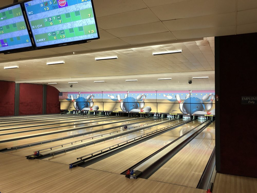 Mystic Lanes: 2571 4th St St, Mason City, IA