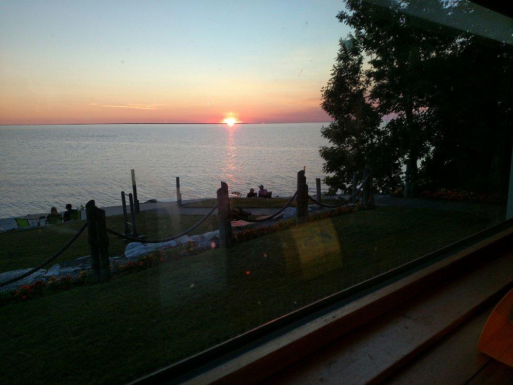 Arnesen's Rocky Point Resort: 6760 Rocky Point Rd NW, Roosevelt, MN