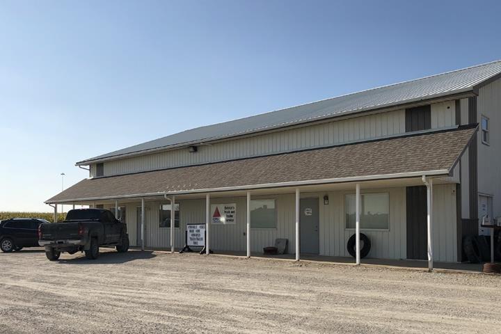 Detrick's Truck & Trailer Service: 1205 E Winfield Ave, Mount Pleasant, IA