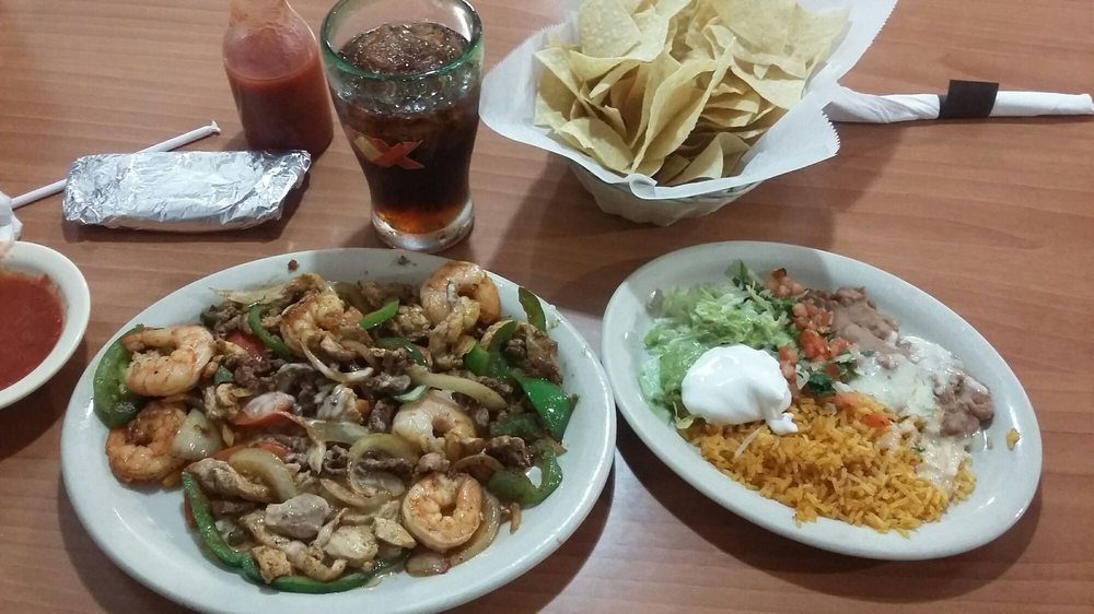 Playa Azul Authentic Mexican Restaurant: 2106 N 6th St, Beatrice, NE