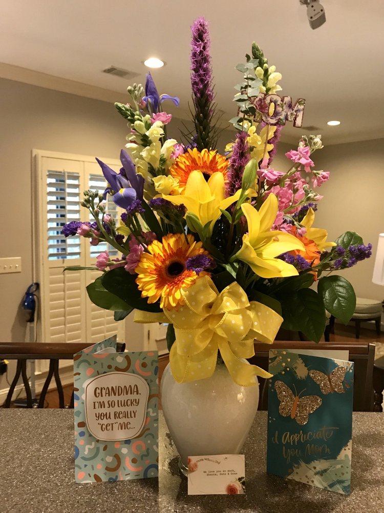 Julia's Florist & Gifts: 21310 Hwy 11 N, McCalla, AL