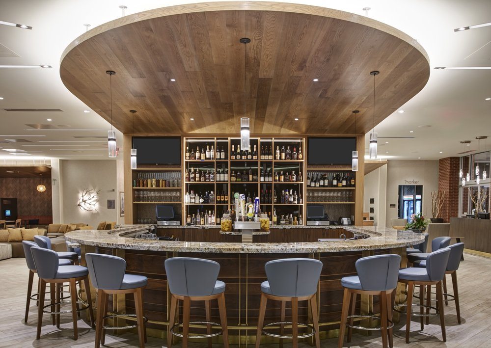 Shoreline Bar and Grille: 2 Sassafras Pier, Erie, PA