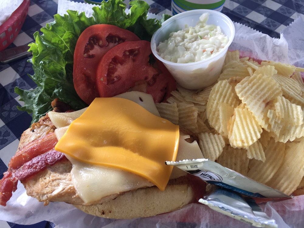 Rivercrest Lighthouse Marina Restaurant and Lounge: 375 W Vaugn Dr, Madison, IN