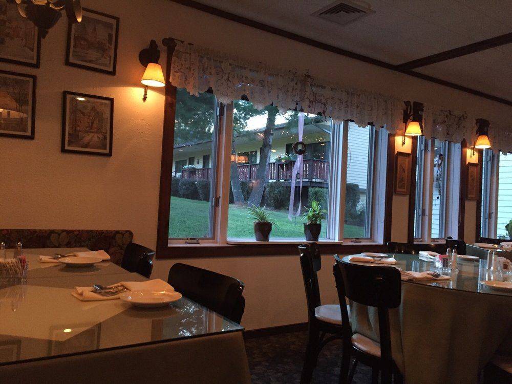 Maassmann's Restaurant: 67 CrowS Nest Rd, Round Top, NY