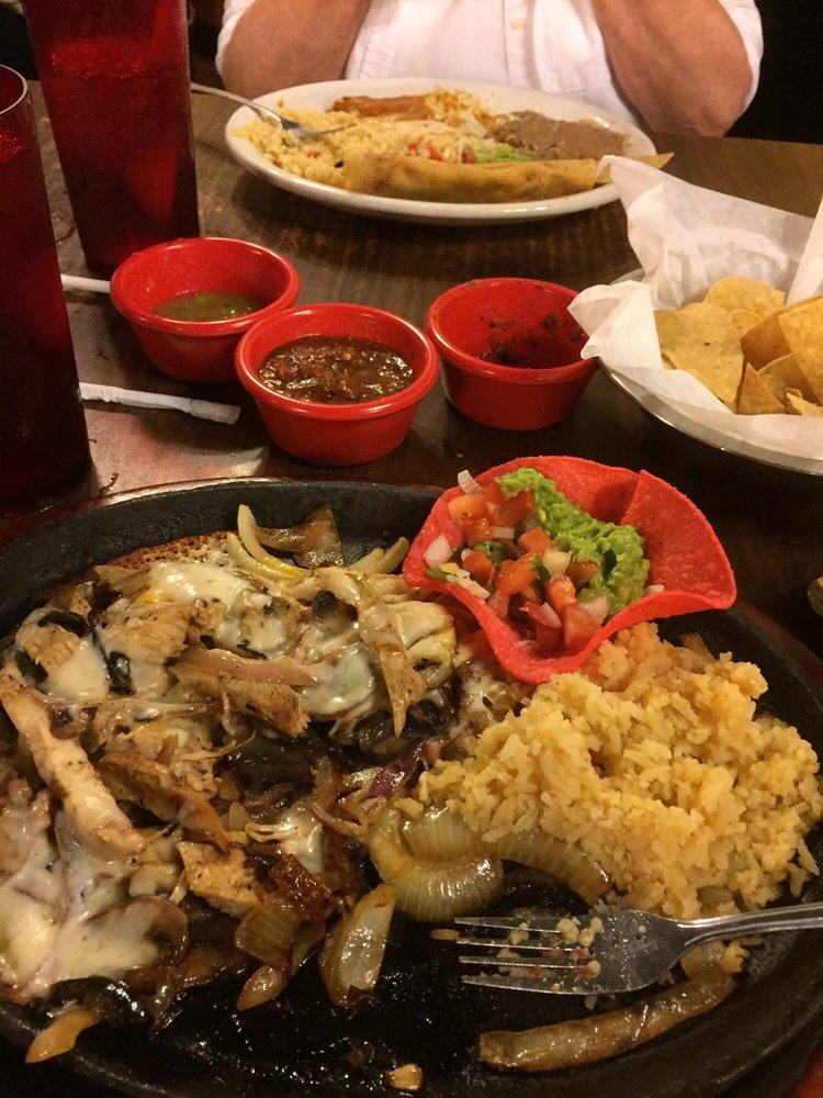 Los Patrones Mexican Grill: 2880 E Austin St, Giddings, TX