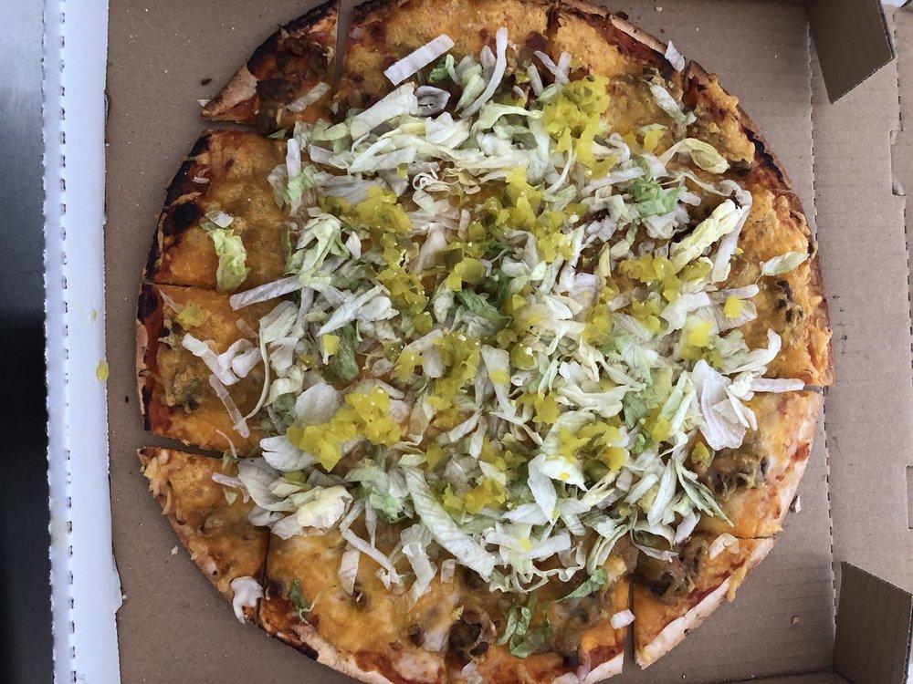 River's Bend Pizzeria & Grill: 300 S Alvarado Ave, Belle, MO
