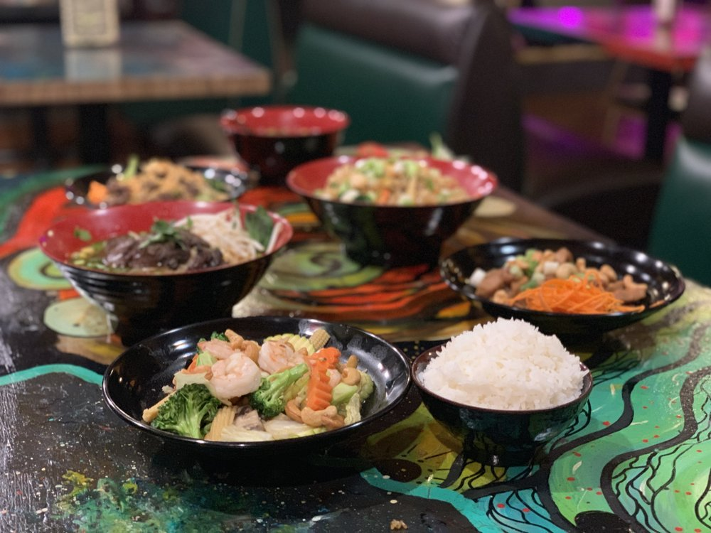 The Emerald of Siam Thai Restaurant and Lounge: 1314 Jadwin Ave, Richland, WA