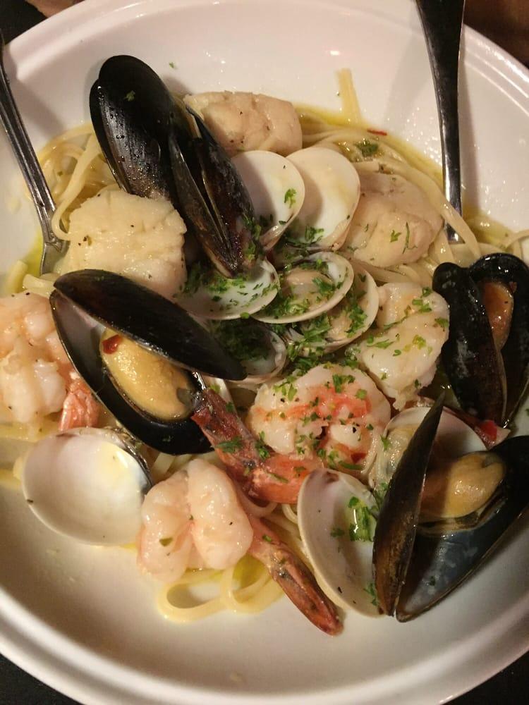 Bascettis Italian Grille: 1568 Main St, Dunedin, FL