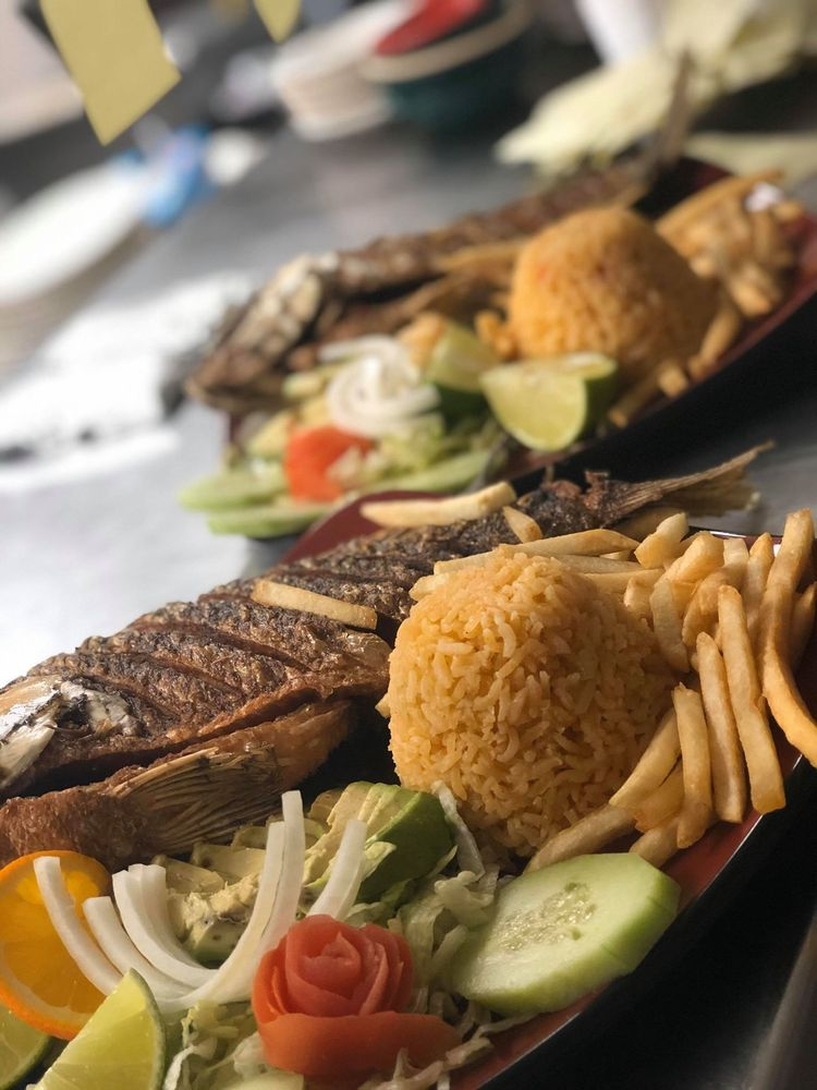 Food from Los Molcajetes