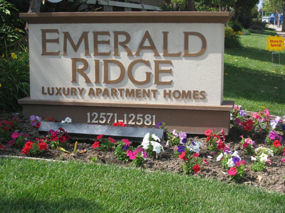 Emerald ridge apartments 11 photos 12 reviews for Garden grove pool service