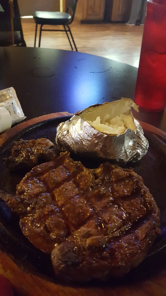 Daniel Boone Steakhouse & Tavern: 90 Boone Ridge Rd, Hazard, KY