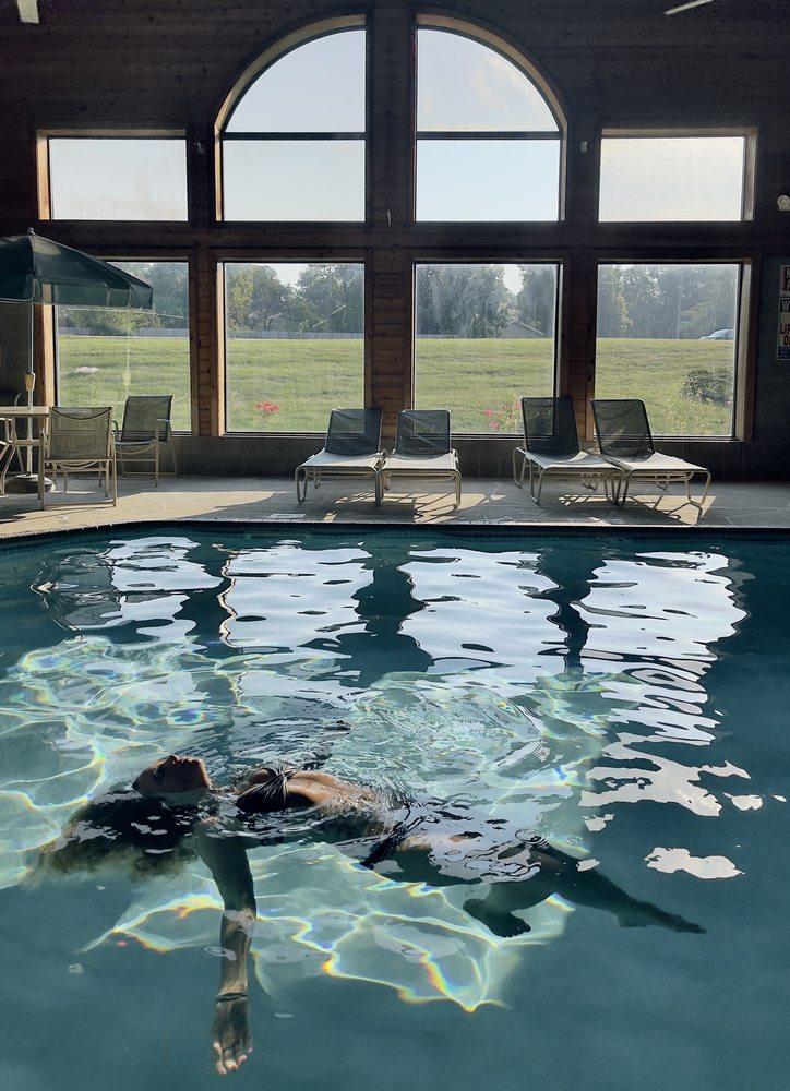 GrandStay® Hotel & Suites Peoria: 9106 N Lindbergh Dr, Peoria, IL