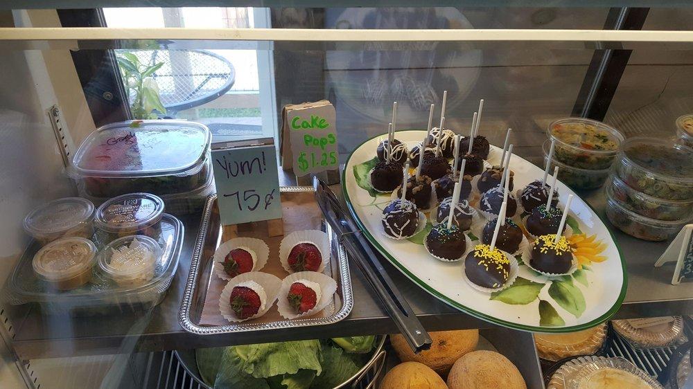 Kindred Farms Market & Bakery: 595 Meadow Rd, Casco, ME