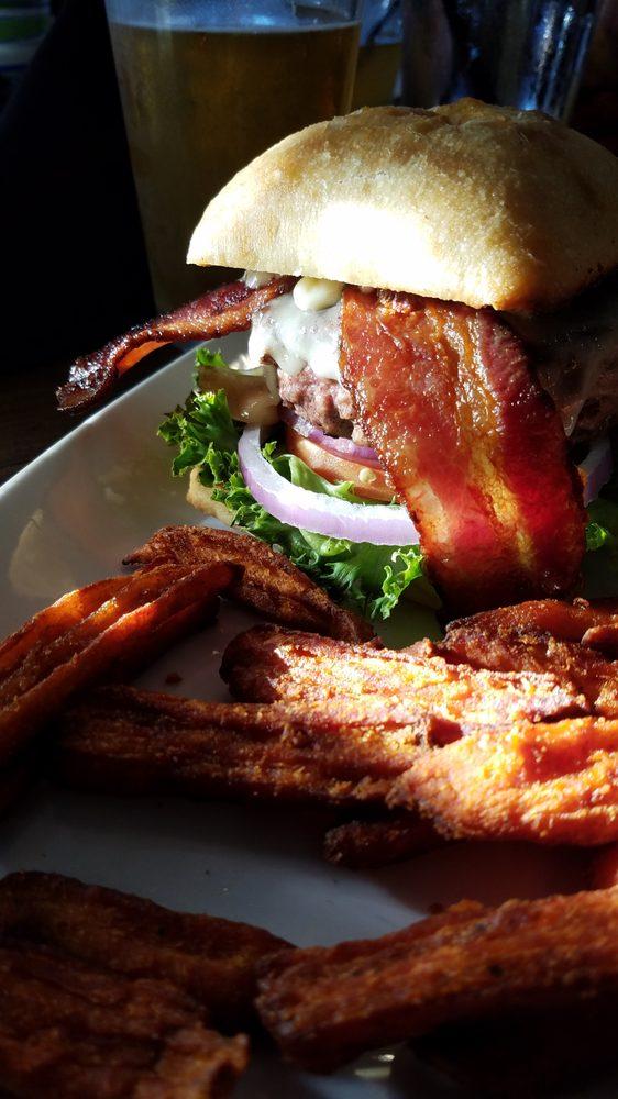 Divine Swine A Grill & Bar: 825 W Roseburg Ave, Modesto, CA