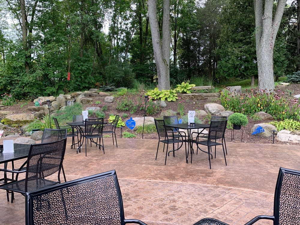 Cabby's Grill & Patio: N10351 Howard Dr, Fox Lake, WI
