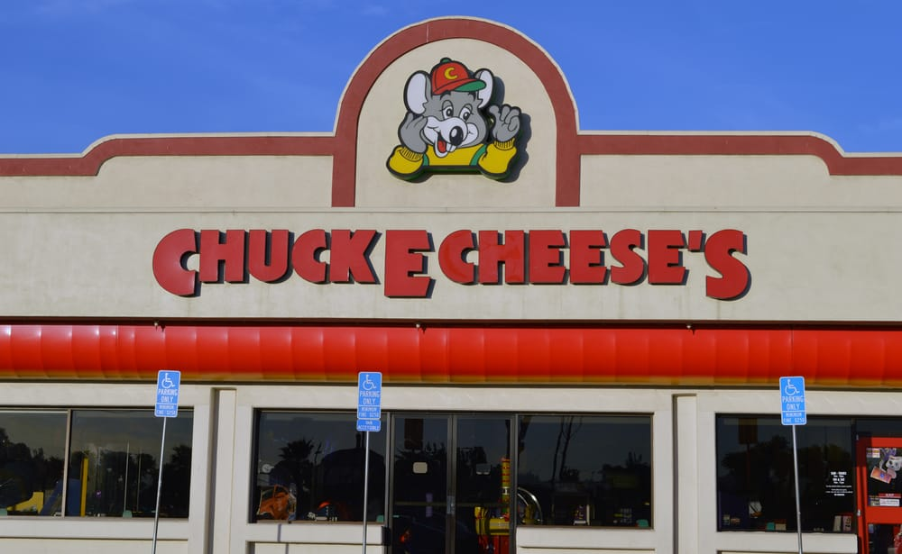Nov 27,  · The ShowBiz and Chuck E. Cheese owners were once partners, had a fall out, became competitors, and ShowBiz won the fight and bought out a bankrupt Chuck E. Cheese, and converted itself into even more Chuck E. Cheese restaurants and theaters.