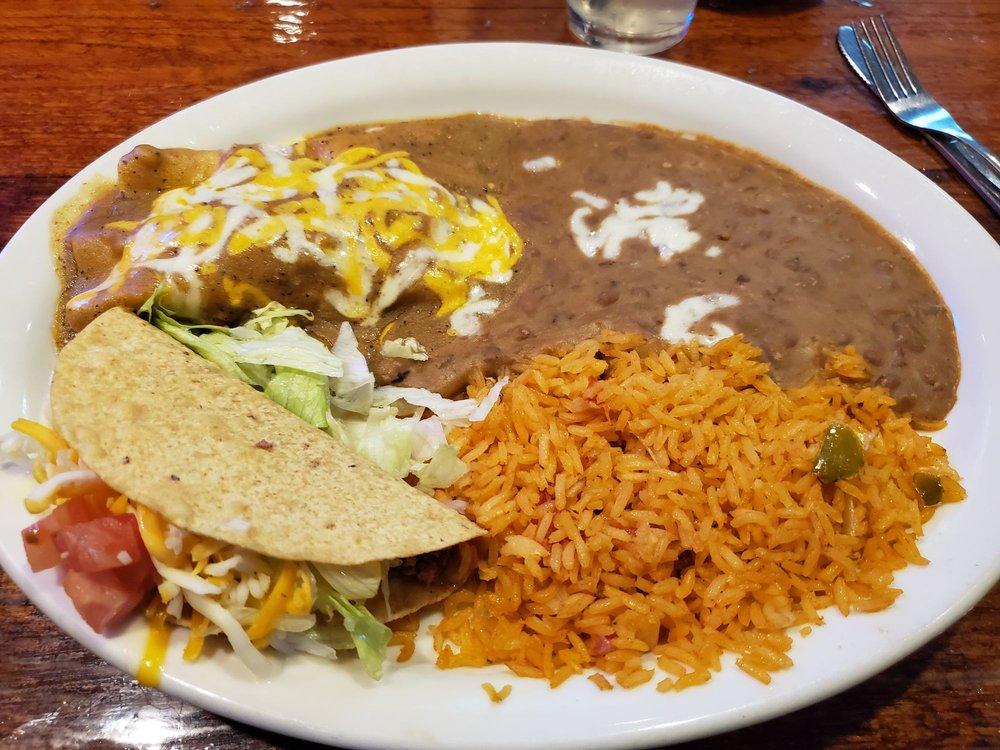 Sombrero's Coastal Tex-Mex & Cantina: 3000 North St, Nacogdoches, TX