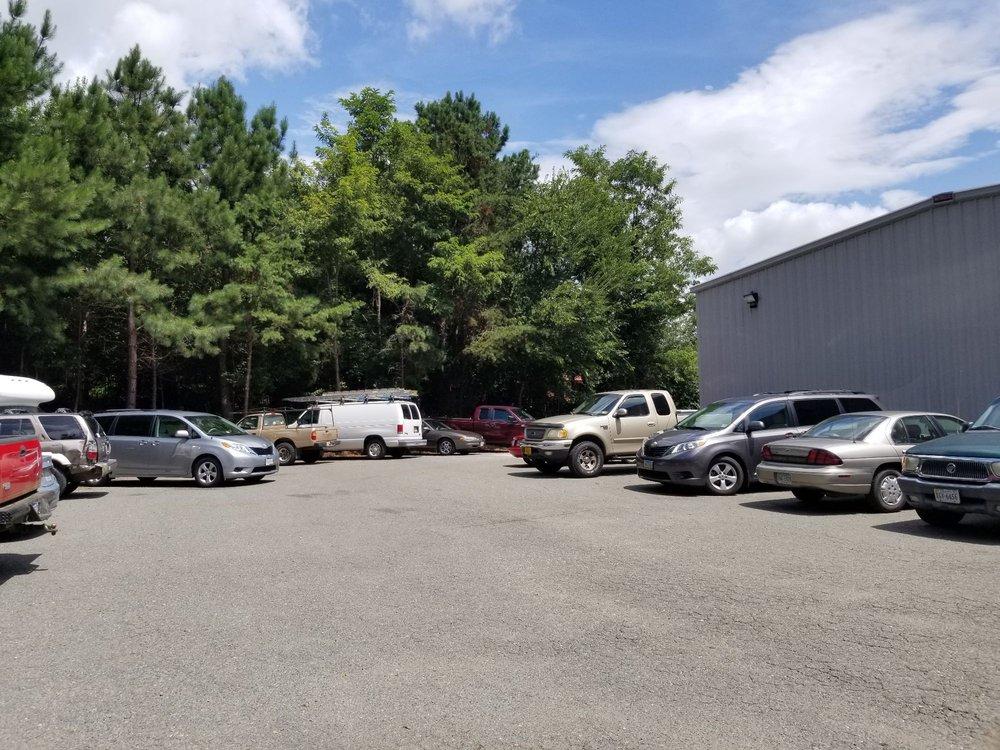 Taylor's Service Center: 1922 Sandy Hook Rd, Goochland, VA