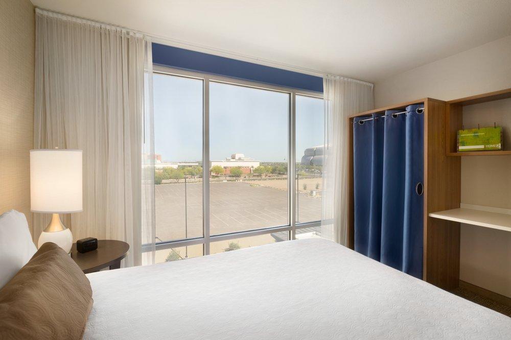 Home2 Suite by Hilton Phoenix Glendale-Westgate
