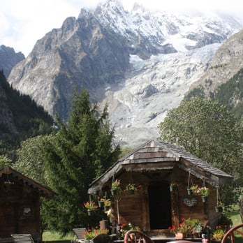 Auberge de la maison 10 photos hotels via passerin d for Auberge de la maison entreves courmayeur