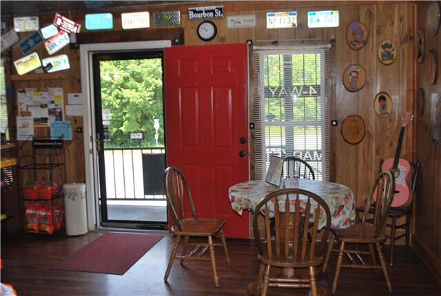 Rhonda's 4 Way Market: 2007 Hwy 100 W, Centerville, TN