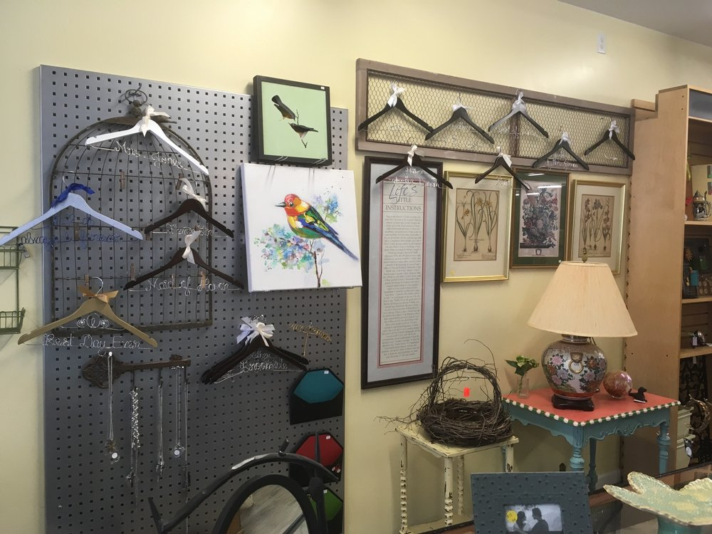 Annabells Emporium and Cafe: 304 Wharf St, Loudon, TN