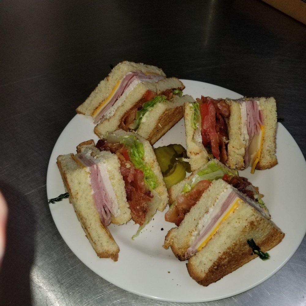 Peper's 49er Restaurant: 916 Walsh Ave NE, Castle Rock, WA