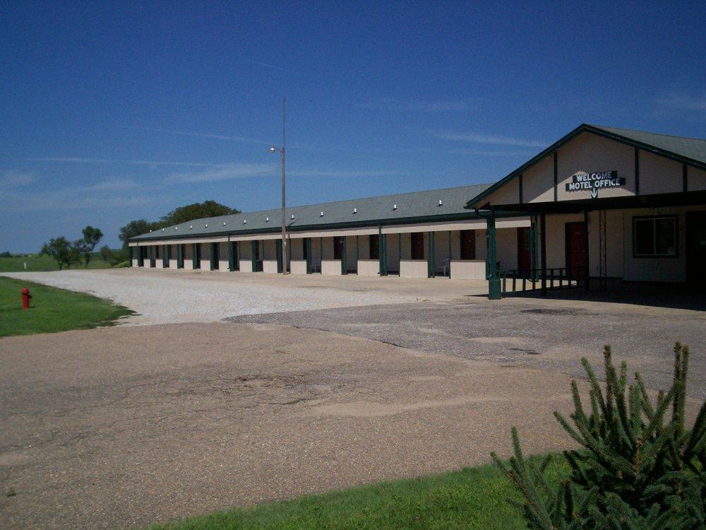 Blue Hill Motel: 515 N Willson St, Blue Hill, NE