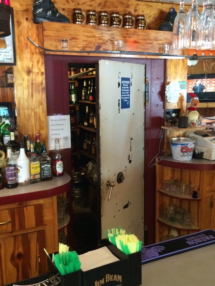 Safehouse Bar & Grill: 198 Main St, Mound City, SD