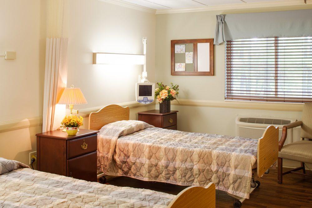Pine Lodge: 405 Stanaford Rd, Beckley, WV