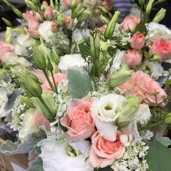 Country flower shop florists 720 w main st bozeman for Flower delivery bozeman mt
