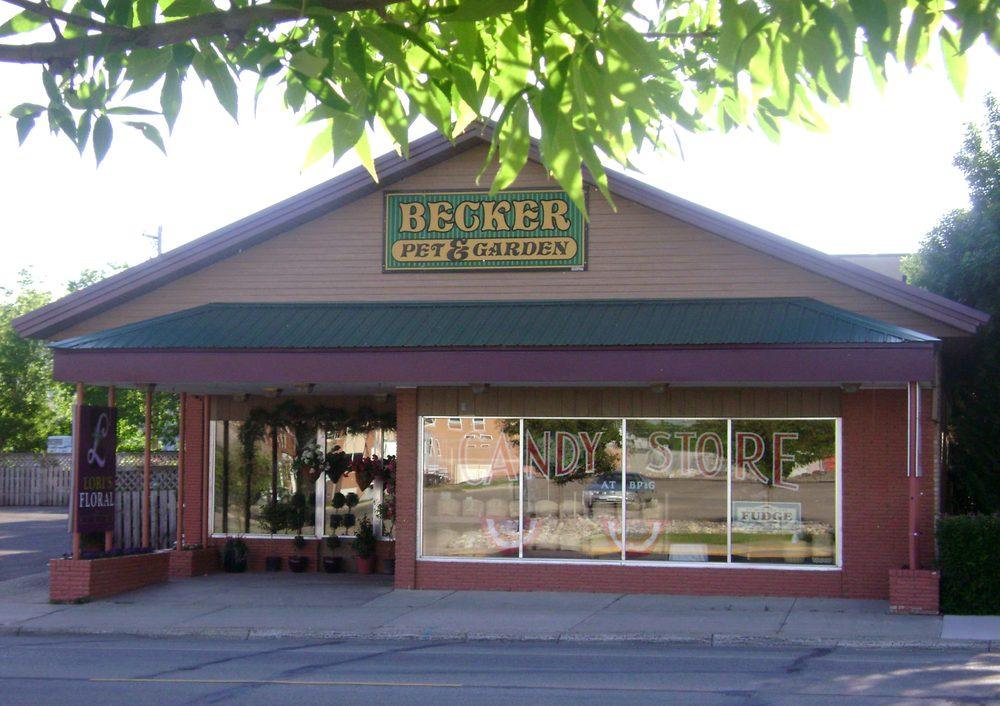 Becker Pet & Garden: 1008 Washington Ave, Detroit Lakes, MN