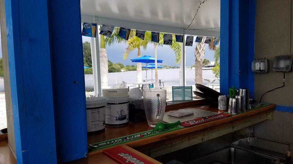 Myakka River Oyster Bar: 121 Playmore Dr, Venice, FL