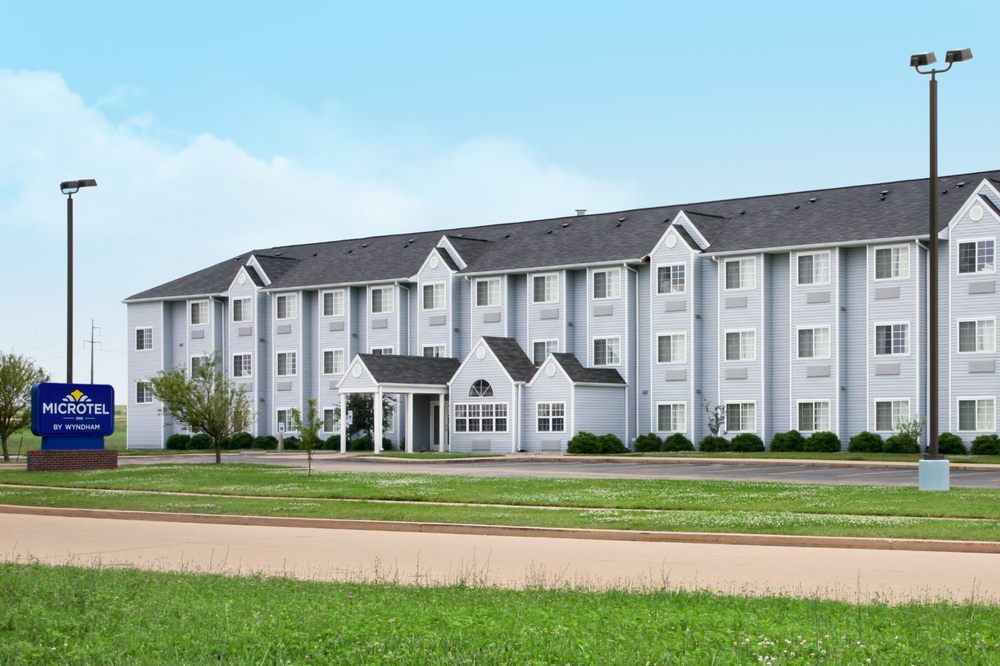 Microtel Inn & Suites By Wyndham Champaign: 1615 Rion Drive, Champaign, IL