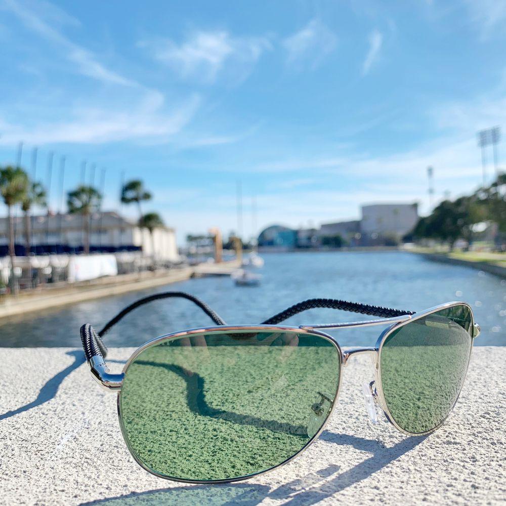 Adventures in Paradise Outfitters: 40 Beach Dr NE, Saint Petersburg, FL