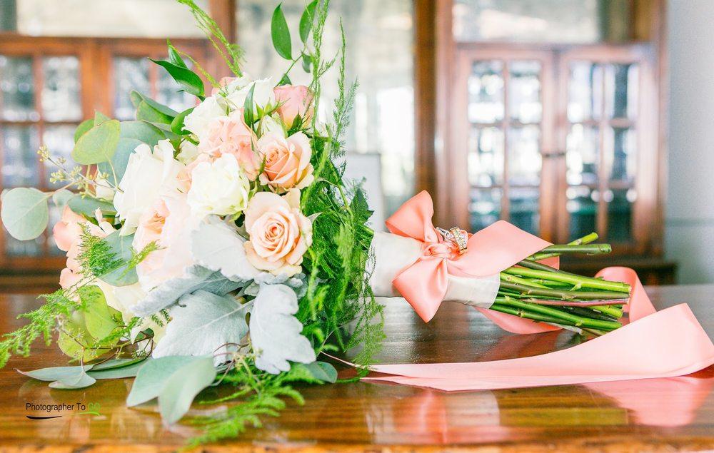 Ellington's Florist: 2500 S Main St, High Point, NC