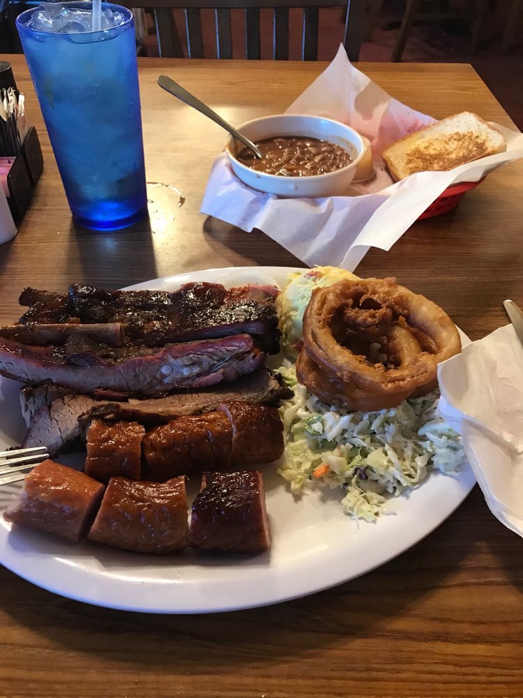 Dyer's Bar-B Que: 11816 Hiway 60 W, Pampa, TX